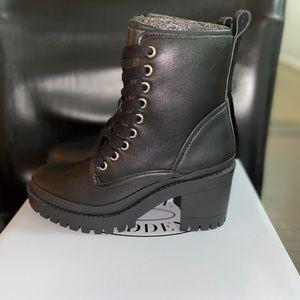 Steve Madden Womens Boot